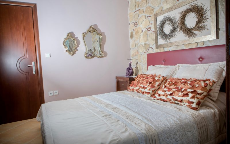Pefkochori home for rent queen-size bed