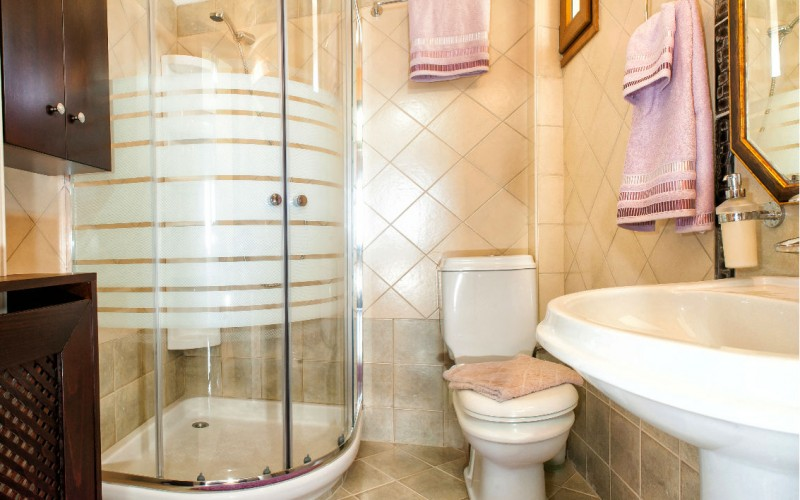 Halkidiki villa bathroom