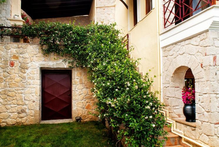 Greek villa for rent in Halkidiki garden