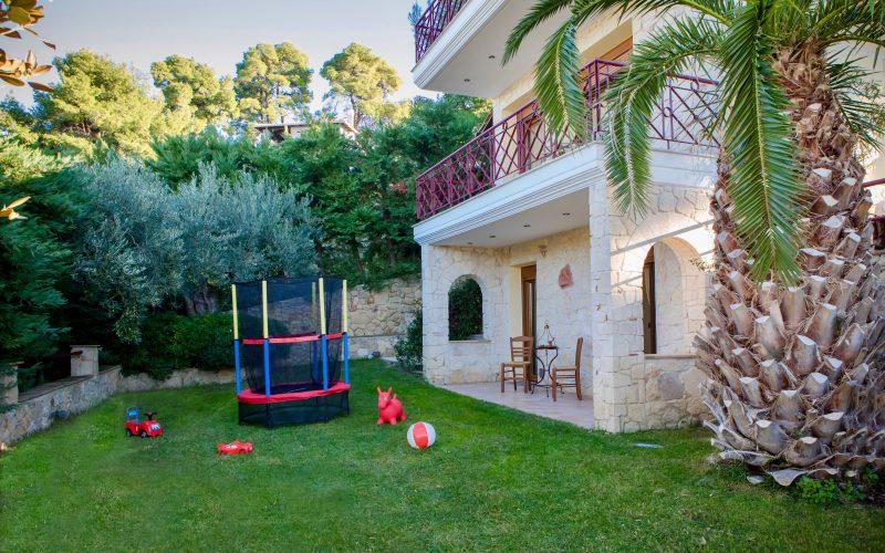 Halkidiki house with garden