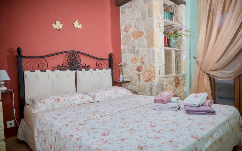 Pefkohori villa bedroom, queen size